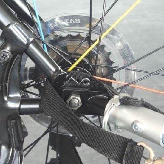 Afbeelding van een koppeling systeem van een hondenfietskar