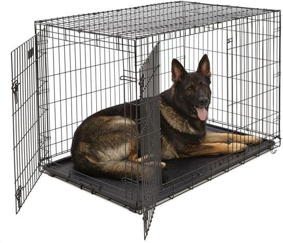 Afbeelding van een duitse herder liggend in de Hondenbench Zwart XXL