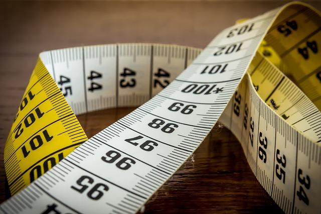 Afbeelding van een meetlint om de juiste maten voor je hondenbench te meten