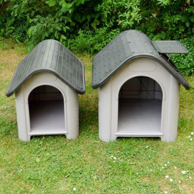 Afbeelding van het Polly Hondenhok Kunststof in 2 maten: Small (links) en Medium (rechts)