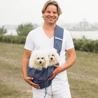 Afbeelding van de 4LazyLegs buikdrager met twee hondjes