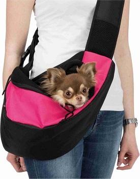 Afbeelding van de Trixie Buikdrager Sling met een hond erin